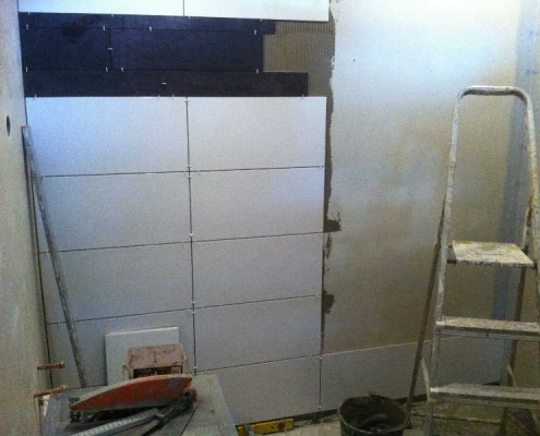 handyman specializes in tiling