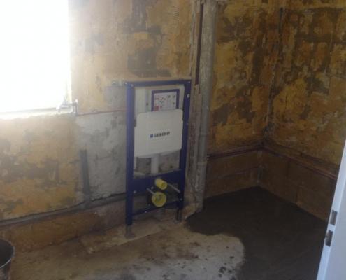 handyman renovating bathroom